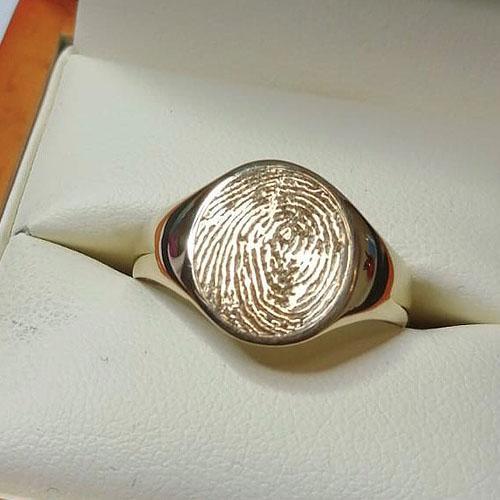 Machine engraved fingerprint on signet ring